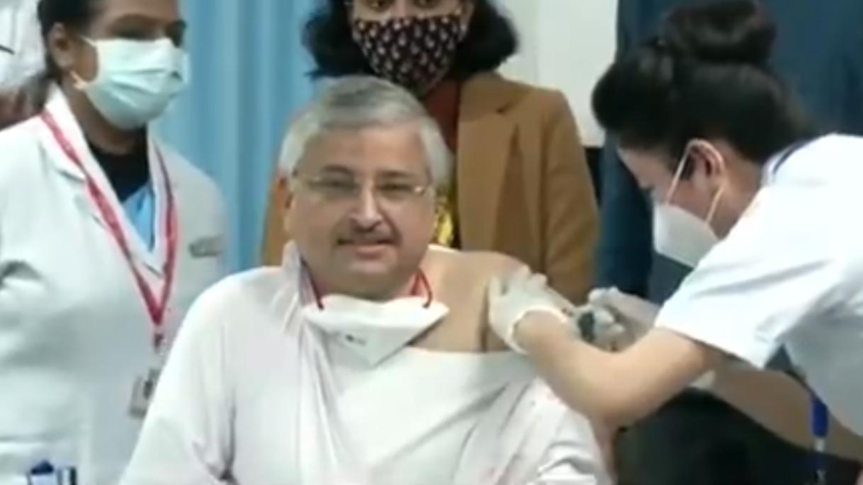 dr randeep guleria takes the covid vaccine shot